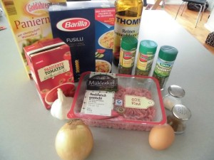 fusilli-mit-tomaten-fleischkloesschen-sosse-1