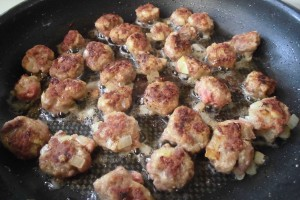 fusilli-mit-tomaten-fleischkloesschen-sosse-3